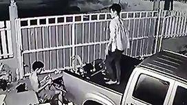 兄の目の前で自殺する弟の映像