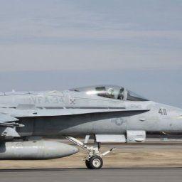 米海兵隊岩国基地所属のFA-18戦闘機が実弾とみられる爆弾を積んで離陸する様子を確認…沖縄嘉手納基地!