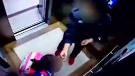 エレベーターの中で娘を虐待する父親の映像