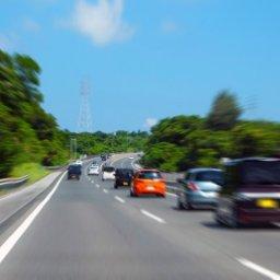 【悲報】テスラ自動運転中(時速140km)にシート倒し昼寝した結果www