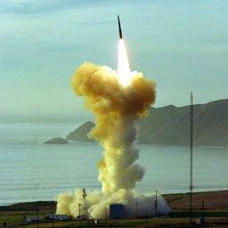 北朝鮮のミサイル発射と、ほぼ同時にアメリカがICBM「ミニットマンIII」を発射していた!