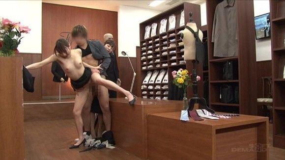 「紳士服の○るやま」をパロったAVが発売