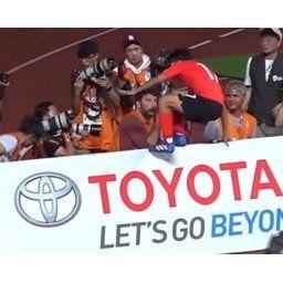 【アジア大会サッカー】 日本の「トヨタ」広告看板を踏みにじったイ・スンウのセレモニーが大韓民国を感動させた本当の理由[09/02]