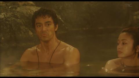 【悲報】上戸彩さん、混浴で男の前で素っ裸、熟れすぎたデカパイを晒す…