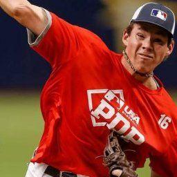 韓国人「アメリカのオールスター級選手が日本の球団に入団!」身長2メートルの米国高校生が、MLBを拒否して日本入団へ! 韓国の反応