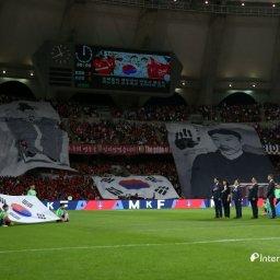 【サッカー】 韓国人、頭がおかしくなってオーストラリア戦で安重根の横断幕を掲げる⇒結果www