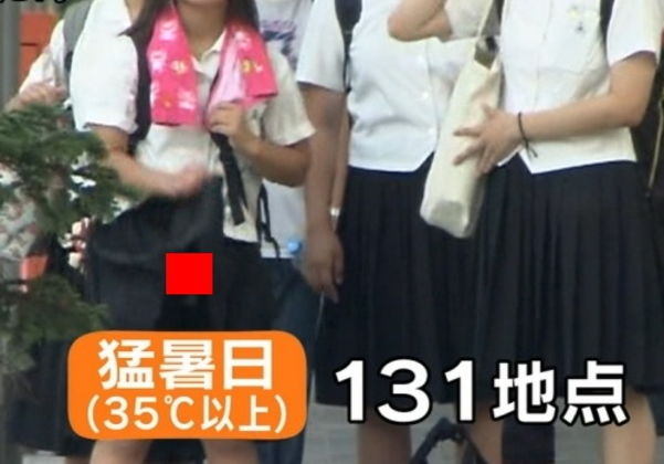 【放送事故】ニュース番組でスカートめくってパンツ丸見え…猛暑であおいだJKの末路…