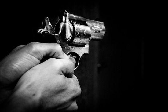 【悲報】白人警官が無実の黒人を射殺した事件の証人(黒人)、裁判の数日後に何者かに射殺される