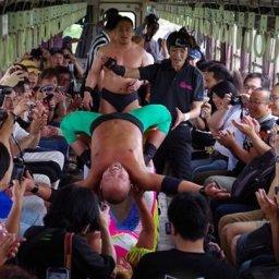 韓国人「利用客減少に悩む日本の鉄道会社が企画したイベントが斬新すぎた件」
