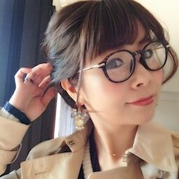 橋本環奈、激ヤセして最強美少女になりがっつり背中ヌードにオフショット谷間を公開ww