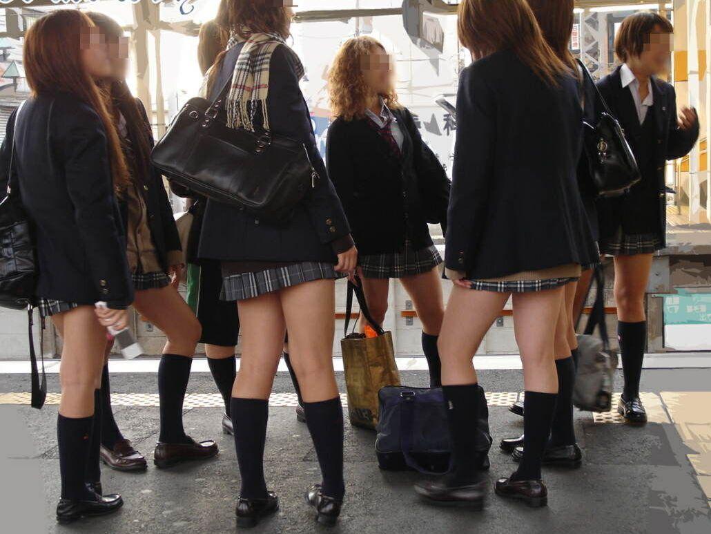 すぐに友達とつるむ女子●生の集団登下校wwwピチピチの太ももがよりどりみどりだぜぇwww