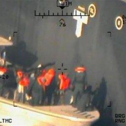 米中央軍がタンカー事件でイラン「革命防衛隊」が不発爆弾を取り外す鮮明な写真を公開!