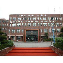 韓国教職員組合「学校内の親日残滓を清算する。親日派の校歌も変え、銅像は破壊する」