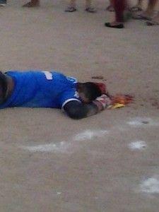 【閲覧注意】サッカーのゴールキーパー、試合中に信じられない死に方をする