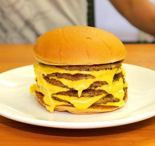 【画像】アメリカのチーズバーガーワロタwwwwww