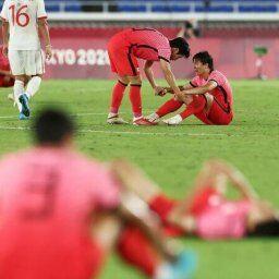 【東京五輪】メキシコにボコボコにされたサッカー韓国代表、グランドでこんな事やってしまうwww
