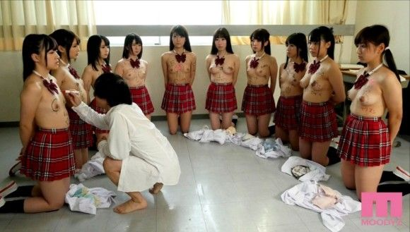 時間を停止する能力をクラスの女子10人に使うとこうなる