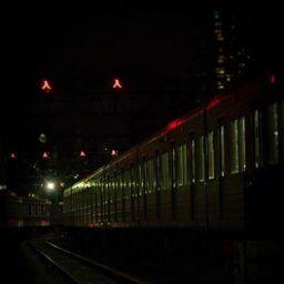 夜中、踏み切りで不気味な電車を見た