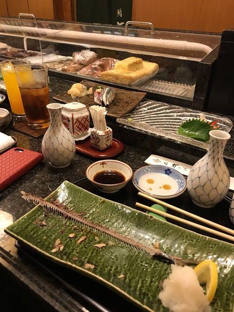 新日本プロレスのレオ・トンガが寿司と日本酒を初めて食べて感動のツイートをする