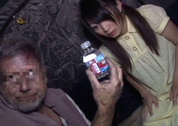 【中出しレイプ】LAのホームレステントに全裸で放り込まれた140cmの日本人少女の末路…