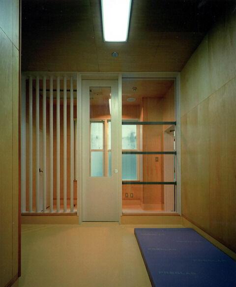 【画像】この精神病棟の隔離室で3ヶ月過ごしたら100万円wwwwwwwwwww