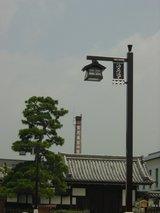 煙突と常夜灯