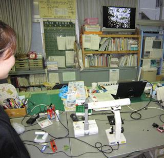 顕微鏡と実物投影機を接続