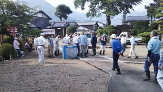 流泉寺境内清掃作業