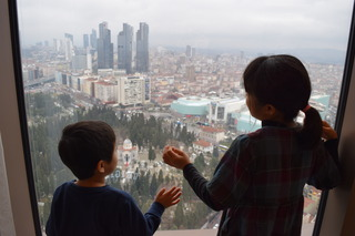 イスタンブールで眺望がよいと墓地が必ず見える
