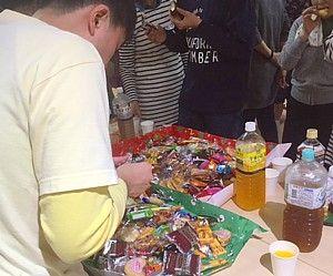お菓子食べ過ぎ (2)