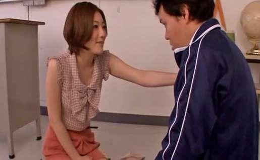 男教師「先生、ぼく早漏で・・」女教師「大丈夫です!ためしてみましょう!」・・でがっつり騎乗位【羽田あい】