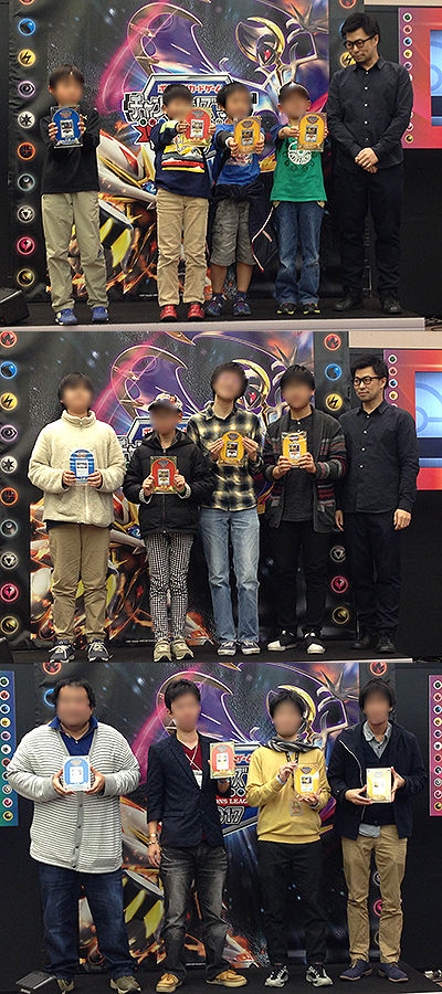 ポケモンカードゲーム チャンピオンズリーグ2017 大阪会場、盾を手にする入賞選手達