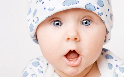 Cute-baby-surprise_2560x1600