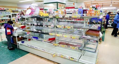Shops_in_Tokyo_empty_shelves