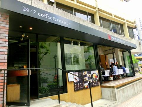 アートなオープンカフェでサクふわホットケーキを!【24/7 coffee & roaster(トゥエンティーフォーセブン コーヒーアンドロースター)】