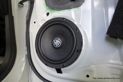 トヨタ・ルーミー、DLS M6.2スピーカー取付+スーパーデッドニング施工できました。