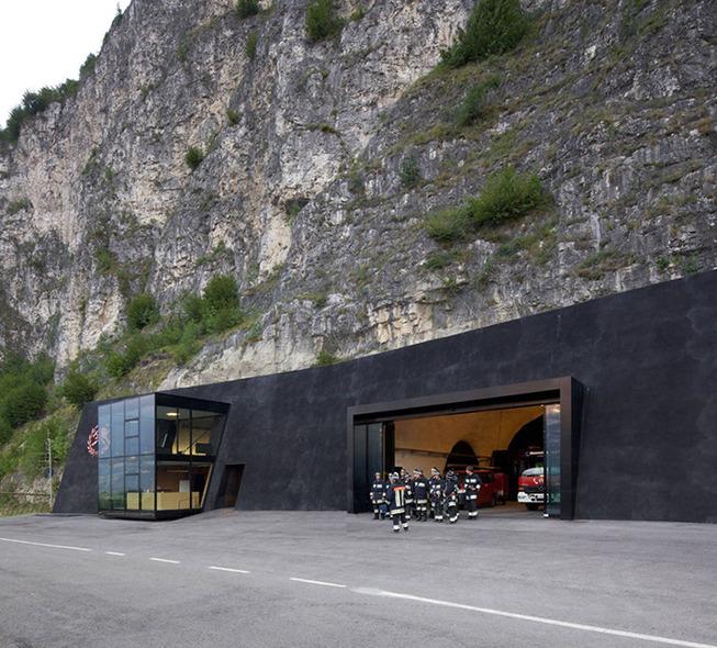 bergmeisterwolf-architekten-fire-station-in-cave-italy