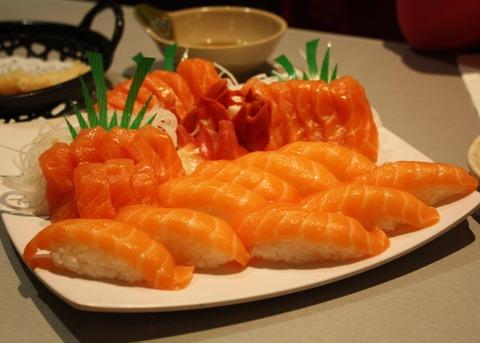 Salmon_Sushi_and_Sashimi_Platter_-_W_Sushi