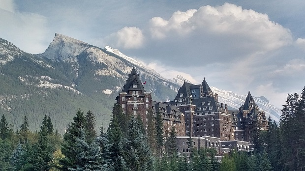 1920px-Banff_Springs_Hotel_2017
