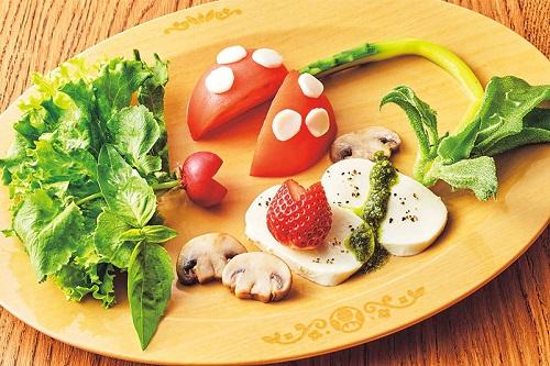 usj-food-piranha-plant-caprese-c
