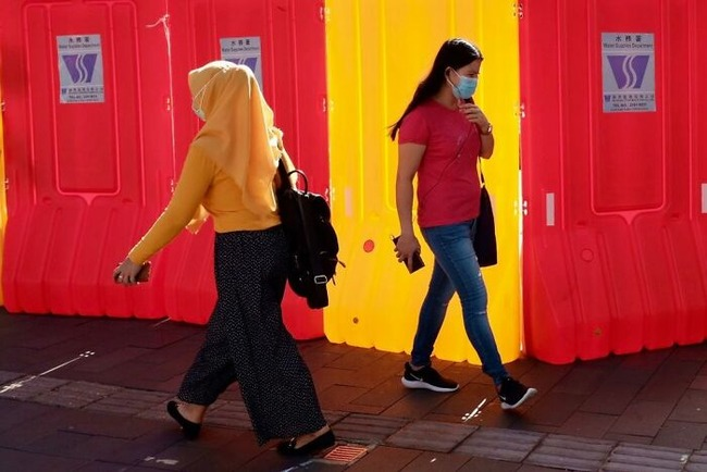street-photography-edas-wong-5-5fc5f4cd5074a__700