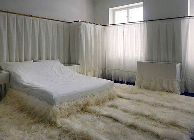 beds-bedrooms-with-threatening-auras-1-5d9c70f8bea1d__700