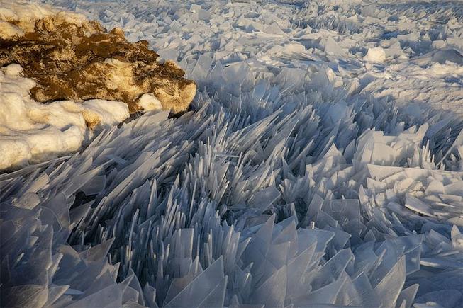 ice-shards-frozen-lake-michigan-4-5c934d8f2c571__880