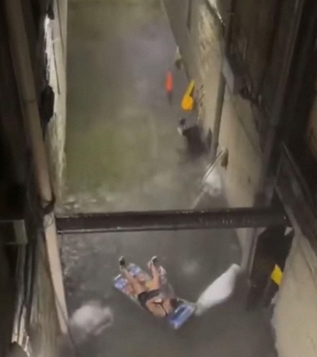 nyc-flooding-hurricane-ida-14-6131c2857795a__700