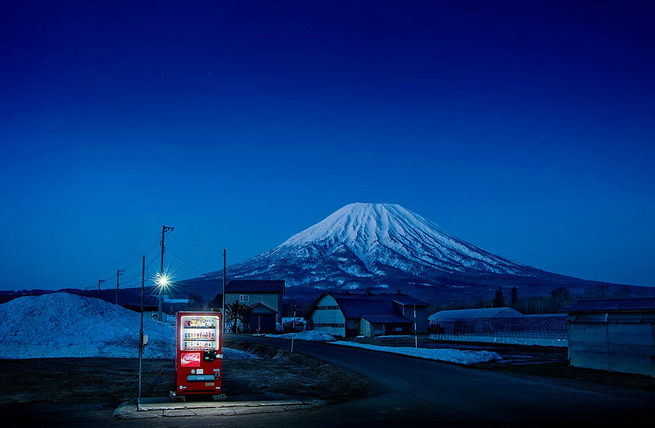 Eiji-Ohashi-Hokkaido-Vending-Machines-at-Night-2
