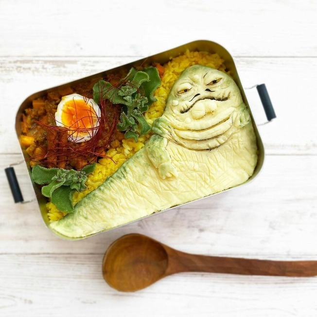 Wife-tirelessly-makes-art-every-day-in-her-husbands-lunchboxes
