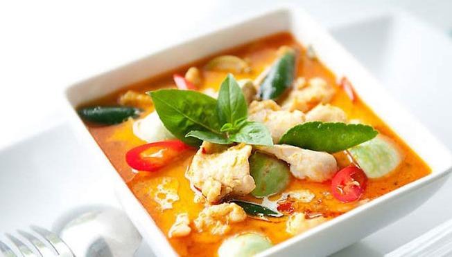 Thai_Red_Curry_Chicken-702x400