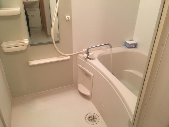 16 - 2200 Bath time