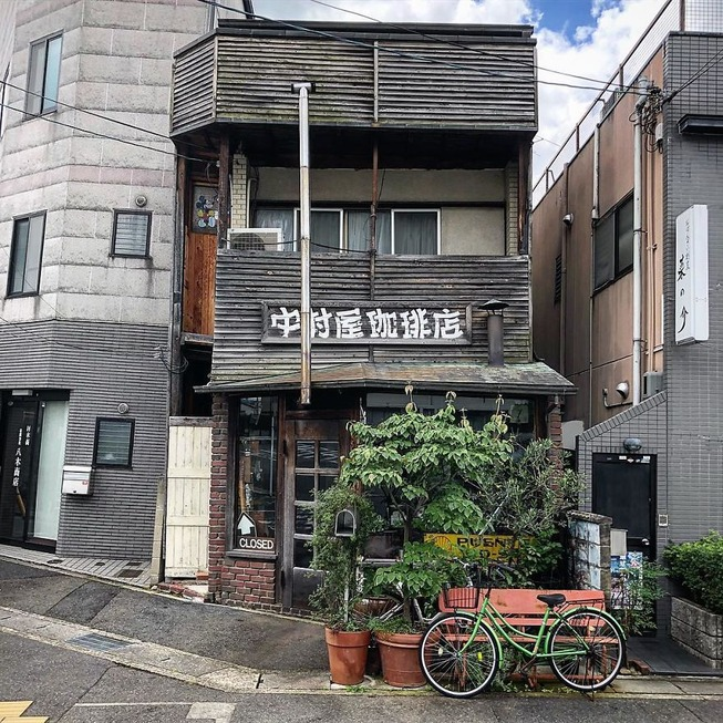 Man-still-enamoured-by-Kyotos-Small-Buildings-5be942011fcb4__880