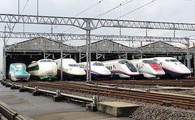 280px-JR_East_Shinkansen_lineup_at_Niigata_Depot_201210